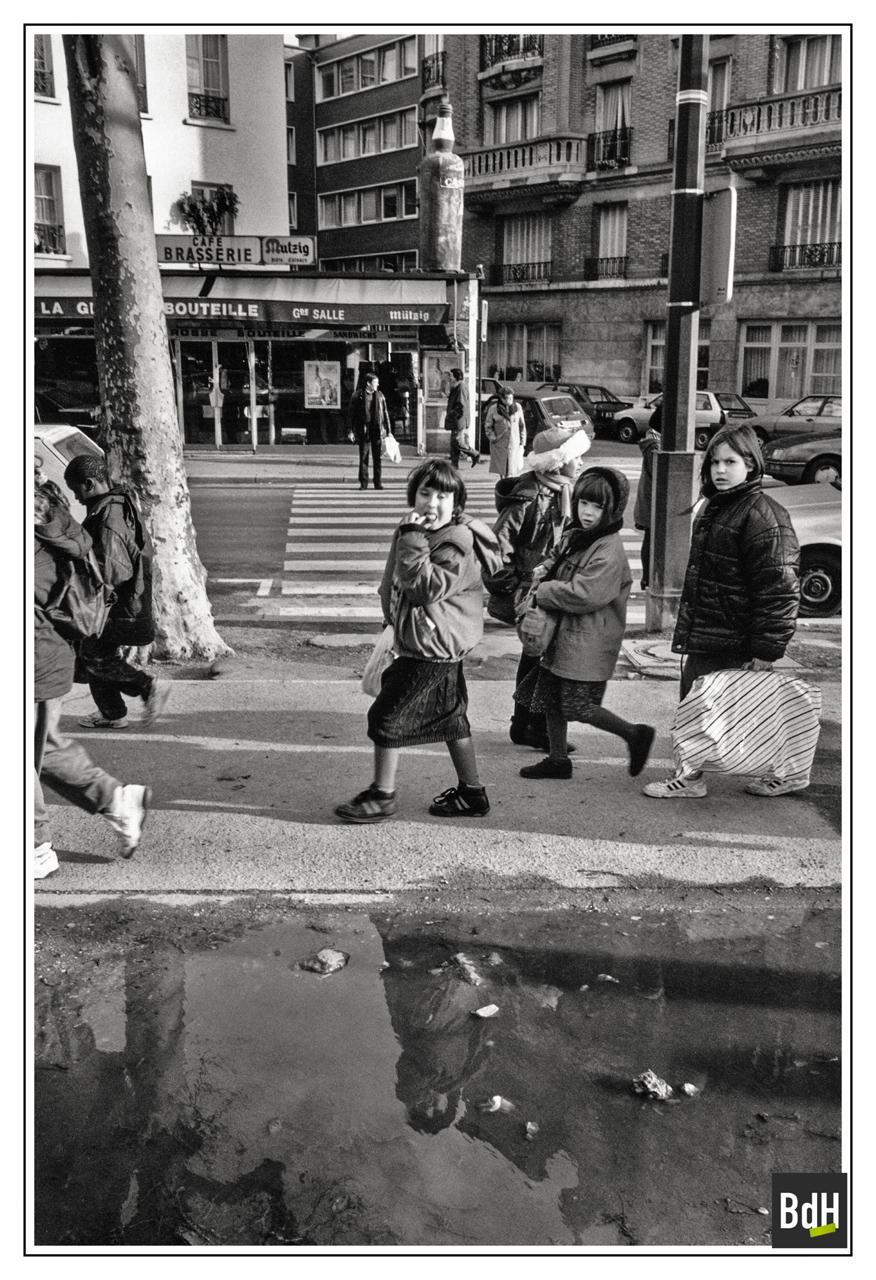 Bar 'La Grosse Bouteille' à l'angle du Bd Richard-Lenoir et de la Rue Moufle à Paris 1993-PC.1/20